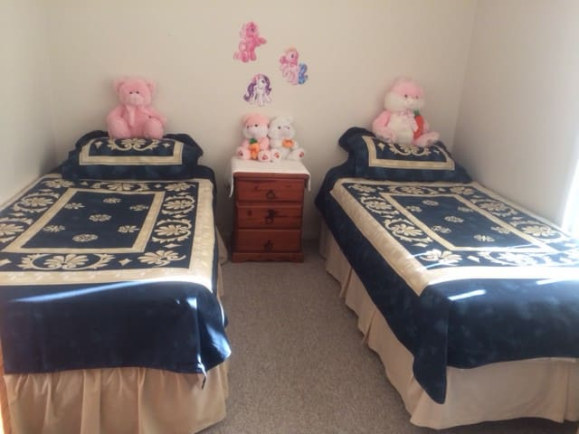 Twin bed - 2 guest & Work Opportunities Avail - Parkwood - Дом