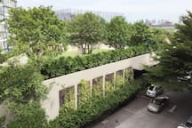 Green tranquility garden view from room in the heart of Bangkok...Imagine living in a secret garden right in the center of Bangkok where Ekamai & Thonglor are just 10 minutes away. Shuttle service of the estate to Petchburi MRT station & Makkasan Airport