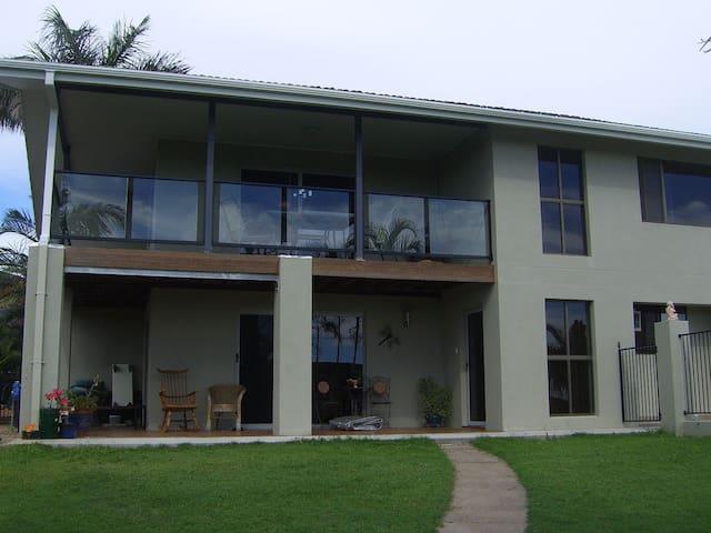 A  home near sea, distant views. - Hervey Bay