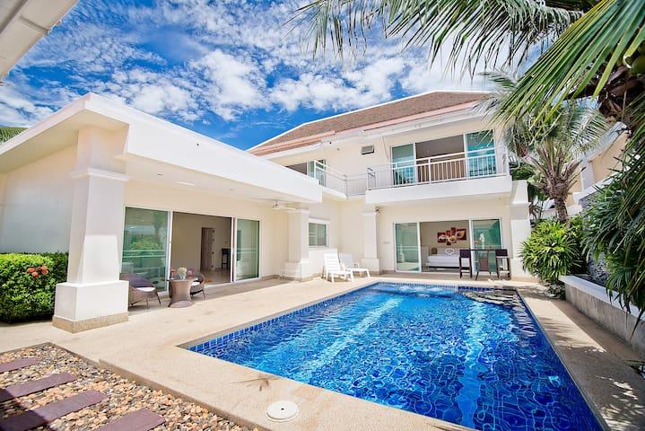 Private Pool Jacuzzi 4 Bedroom Villa 1