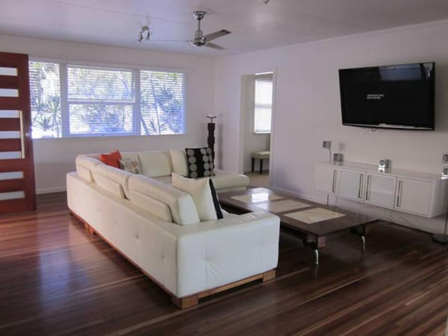 Spacious Lounge with Big LCD TV leading to Large Alfresco Deck