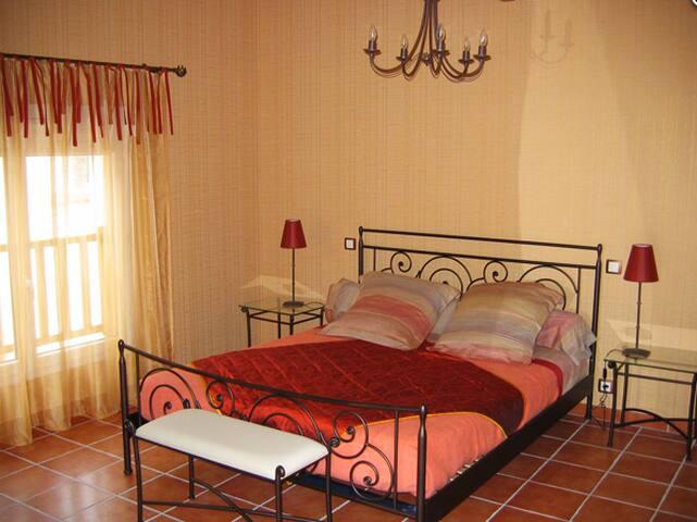 Chambre Les Montants - TROIS PUITS - Bed & Breakfast