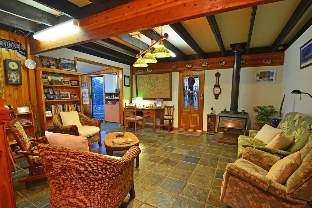 Guest entrance/lounge area