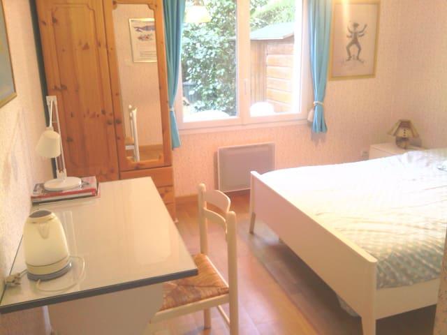Chambre vue sur jardin centre ville - Rennes - Bed & Breakfast
