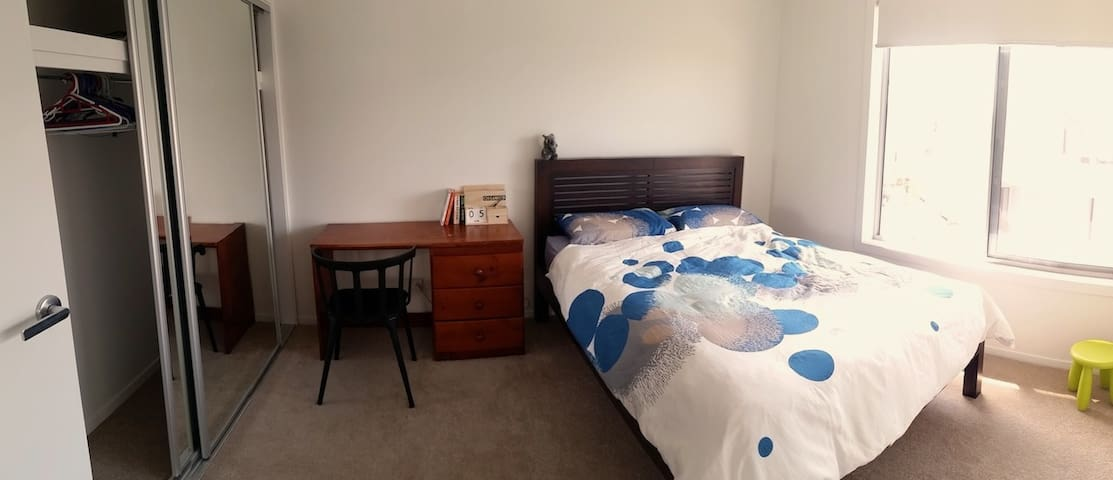 B&B close to TRAIN&BUS + Airport pickup available - Nudgee - Adosado