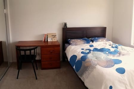B&B close to TRAIN&BUS + Airport pickup available - Nudgee - Townhouse