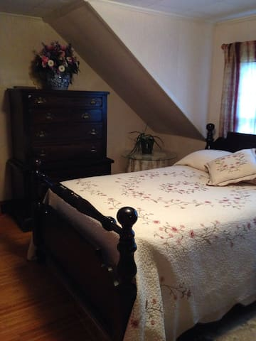 Spacious comfy room - Gorham - Huis