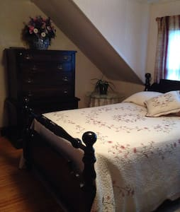 Spacious comfy room - Gorham