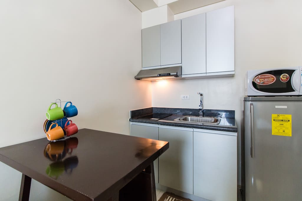 Fully furnished kitchen & dining area