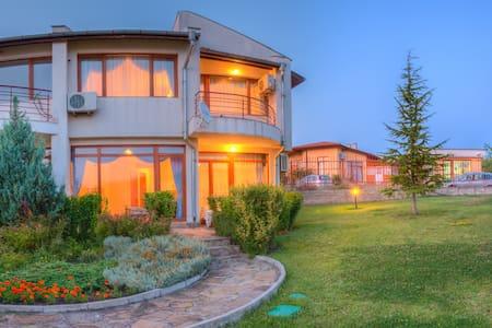 Almond Hill Villa 41 - Burgas - Huvila