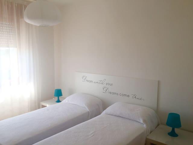Camera piccola con letti singoli