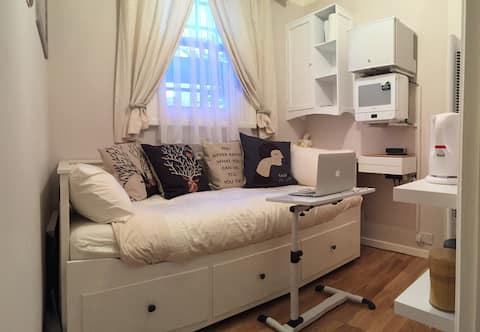 PRIVATE / ENTIRE PLACE / Studio / Room in W1