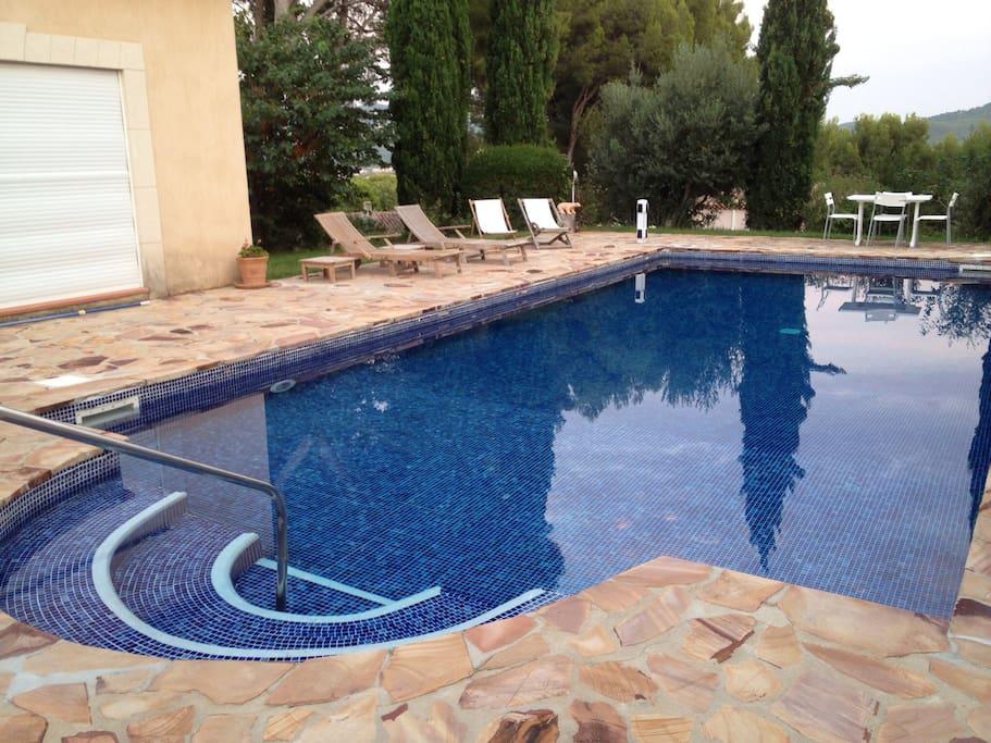 Terrasse avec piscine privée