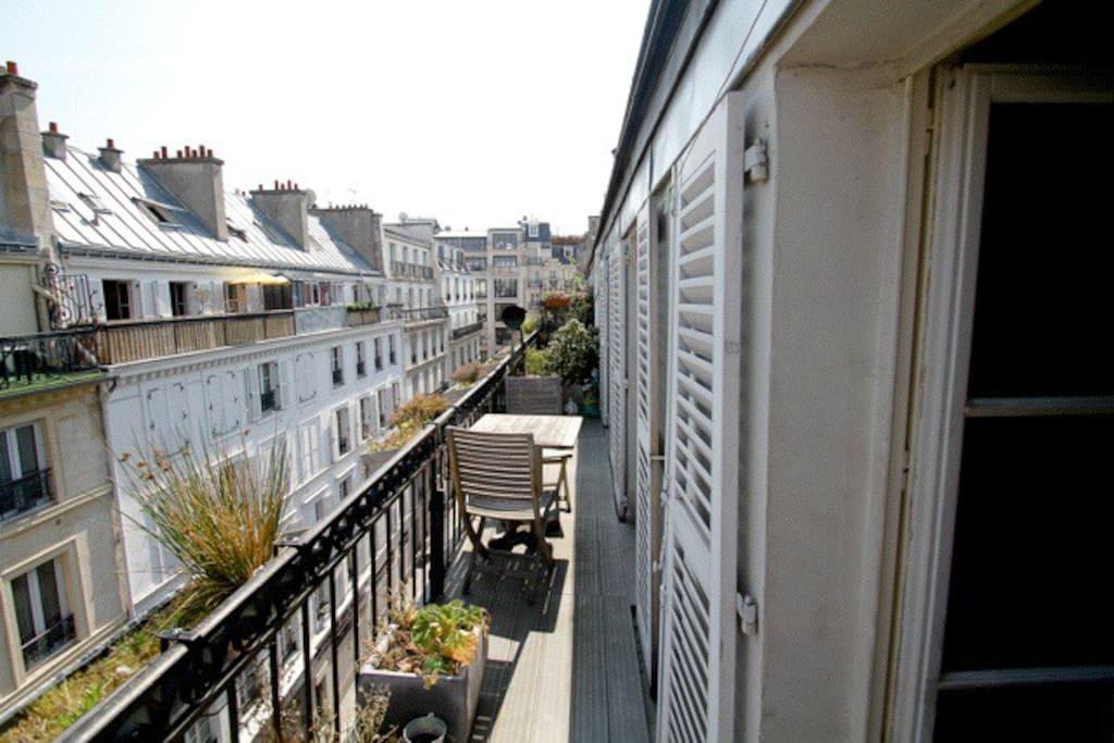 le balcon où il fait bon savourer un bon verre ou un thé
