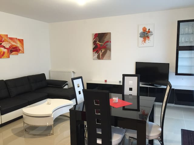 6-person apartment next to Disney - TORCY - Leilighet