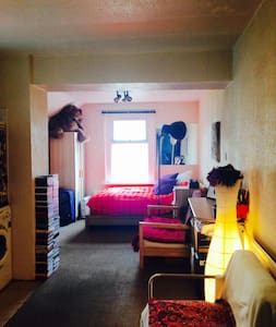 W. Cup flat available in Cardiff. - Cardiff