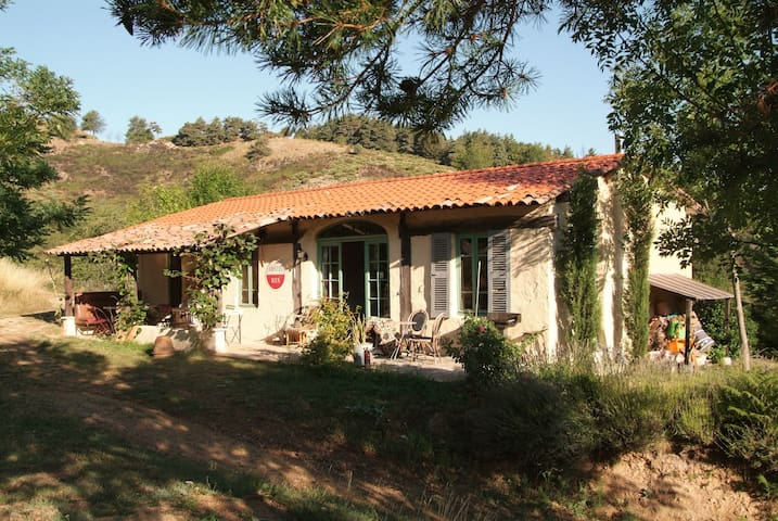 Charming cottage in beautiful, quiet Ardèche. - Ajoux - Cabane