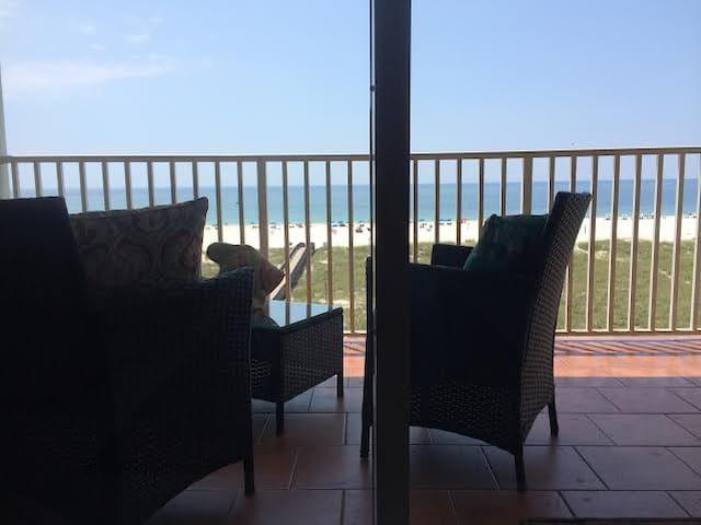 ROMANTIC BEACH GET-A-WAY - ON HGTV! - Orange Beach - Társasház