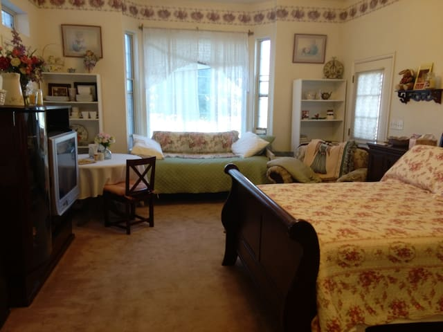 Rockin' Robbins Ranch: The Garden Suite
