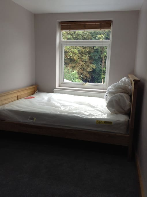 Double bedroom With chest of draws