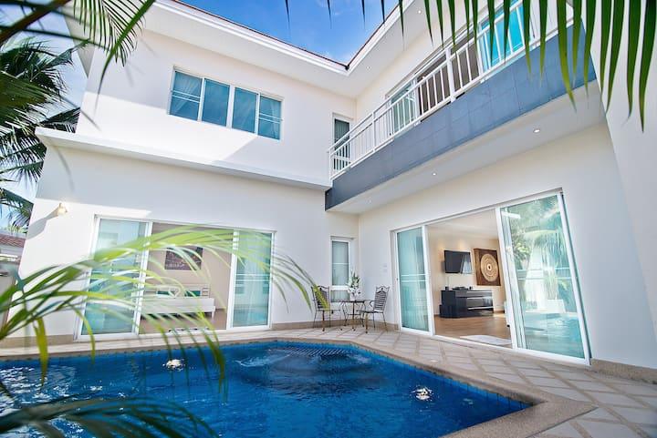 Private Pool Jacuzzi 5 Bedroom Villa 4