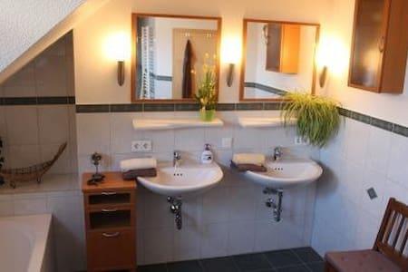 Ferienwohnung-Bracht - für 2-3 Pers - Appartement