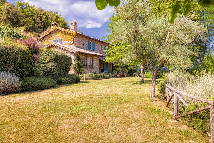 Hilltop Villa in the dreamy Orvieto countryside