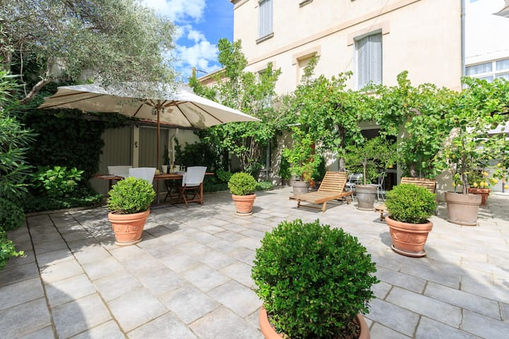 Charming house Avignon with patio