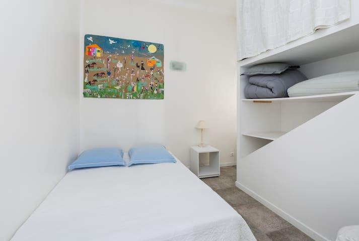 La 3ème chambre avec son grand lit