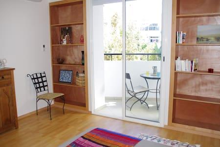 Chambre avec terrasse, douche et WC - 拉巴特 - 公寓