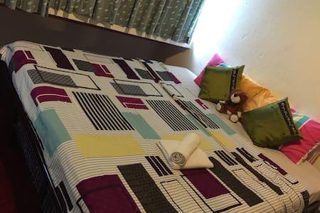 Spacious Room,attached bath & bfast - 斯里巴加灣(Bandar Seri Begawan)