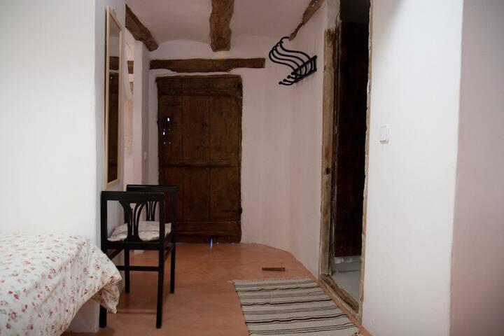HAB SUITE EN CASA TIPICA DE PUEBLO A 45km d Teruel