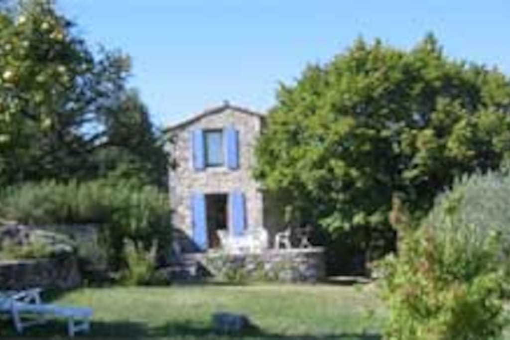 Location 3 en luberon chemin e et piscine houses for for Au jardin guest house welkom