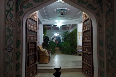 A HOME AWAY FROM HOME . - Pushkar - Bed & Breakfast