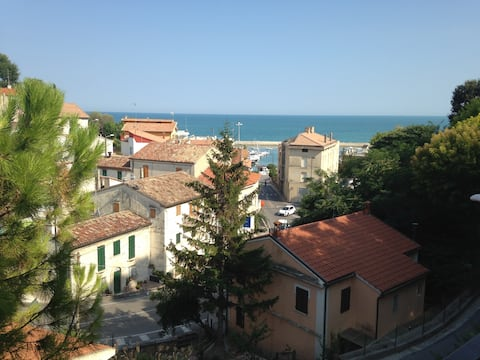 Cosy flat w postcard view of sea close to beaches