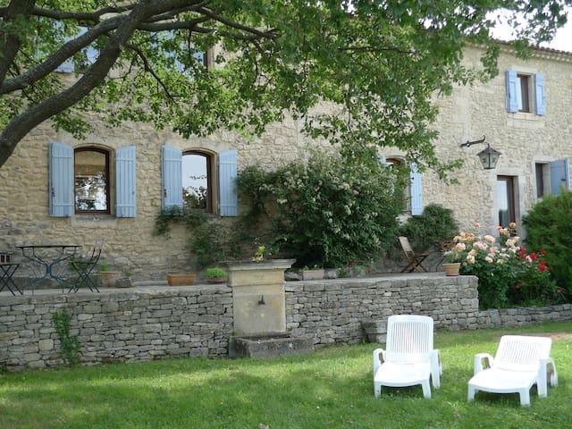 gite 3* en Luberon avec cheminée et piscine - Lacoste - House