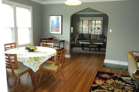 1192 s.f. Quiet 1 Bed W/D Big Closets Safe Area