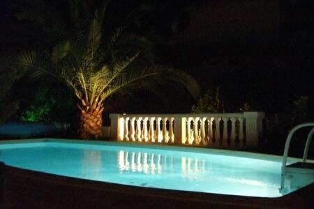 chambre indépendante et piscine - Saint-Raphaël