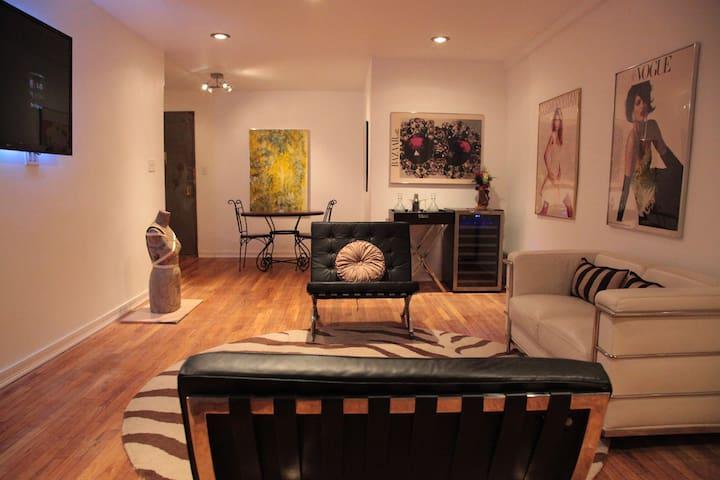 Spacious Stylish  2 Bedroom Suite