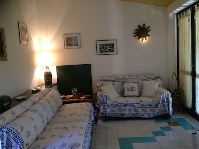 soggiorno con due divani letto