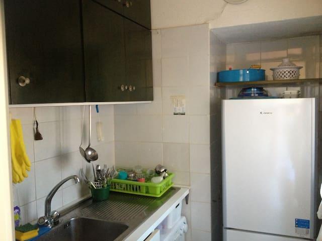 cucinotto con ampio frigo e congelatore