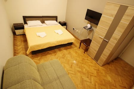 Room type: Private room Property type: House Accommodates: 3 Bedrooms: 1 Bathrooms: 2.5