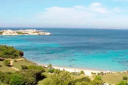 villetta con giardino 350m dal mare - Porto Pozzo