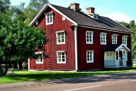 Three Waterhouse B&B - Fågelfors