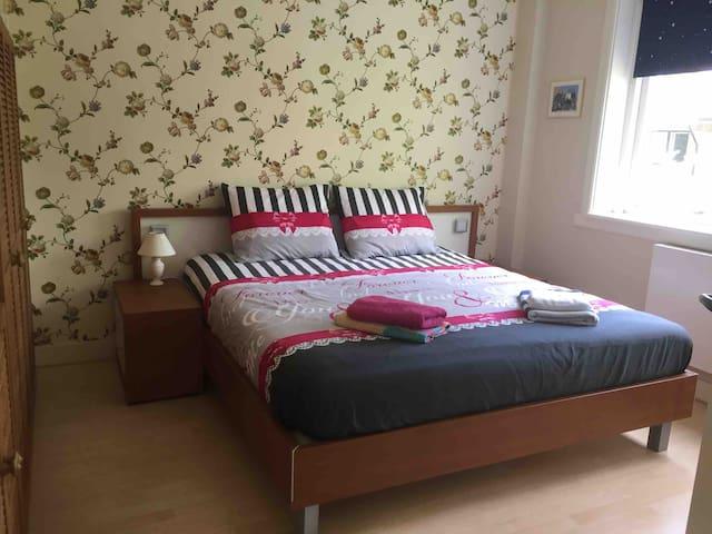 Groot 2 persoons bed van 1.80 x 2.00