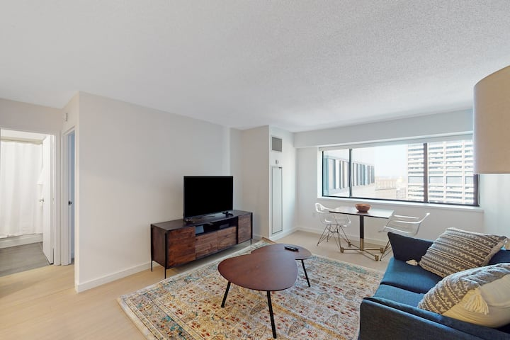 Airy Downtown 1BR Near Harbor w/ Concierge