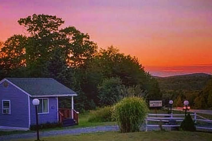 Tiny Purple Cottage -Twin Hills Cottages of Acadia