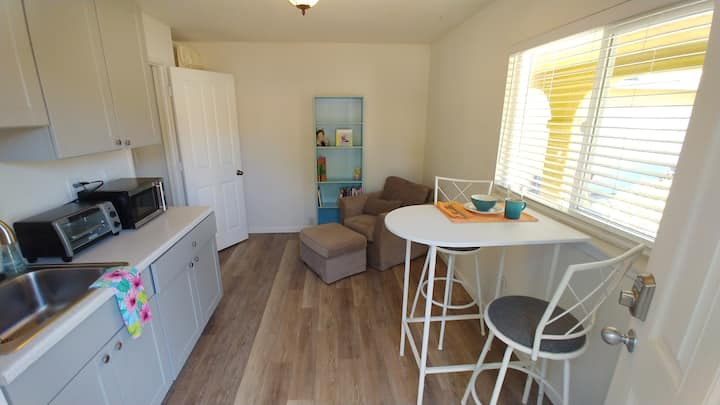 Beautiful, Private Suite in Quiet Neighborhood