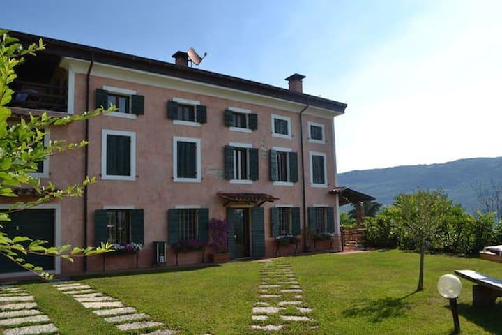 Antigua villa en Valpolicella (1 cuarto con bano) - Negrar - Villa