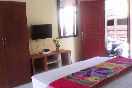 Ulunsuwi Guesthouse Room 3 - West Denpasar